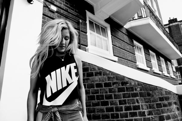 Fitness addict ELLIE GOULDING designs workout for Nike+ Training Club