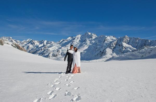 Richard Lee and Regine Hong on their wedding day at Aoraki Mt Cook.