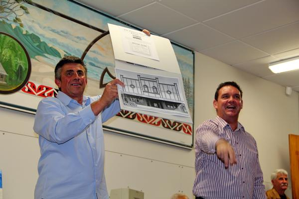 Highest bidder:  Kaitaia real estate agent Gary Steed, right, auctioned a photo of the Princess Theatre for $470 with help from Far North District councillor Mate Radich.