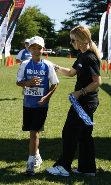 Christopher Ung from Papatoetoe is congratulated by Olympic triathlete Debbie Tanner at the 2009 Manukau Weet-Bix Tryathlon