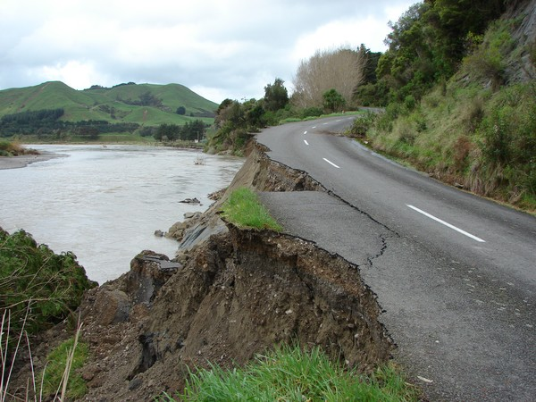 Civil Defence swung into action in Tararua as Monday's flood caused havoc in its southern region.