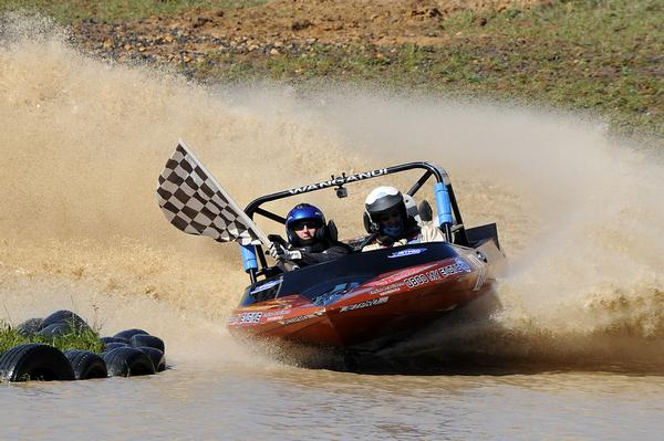 Wanganui's Bevan Linklater and Malcolm Ward head to this weekend's fourth round of the 2011 Jetpro Jetsprint Championship at Hastings as the only category leaders with a win on the points board.
