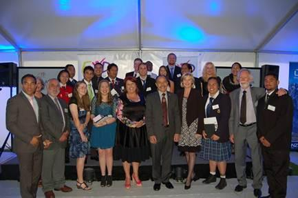 All 2012 FYD Excellence Awards Winners at Government House last night  With Governor-General, Lieutenant General The Rt Hon Sir Jerry Mateparae,  Minister for Social Development and Youth Affairs Paula Bennett and FYD  Co-founders Graeme Dingle & Joanne Wilkinson.