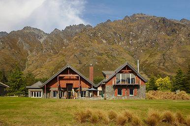 Harcourts queenstown new zealand queenstown real party for Luxury homes for sale new zealand