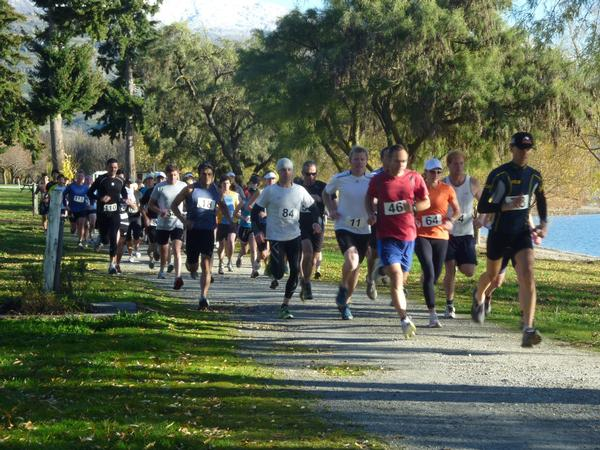 Runners setting off on the scenic Glendhu Bay to Roy's Bay track, during last year's series