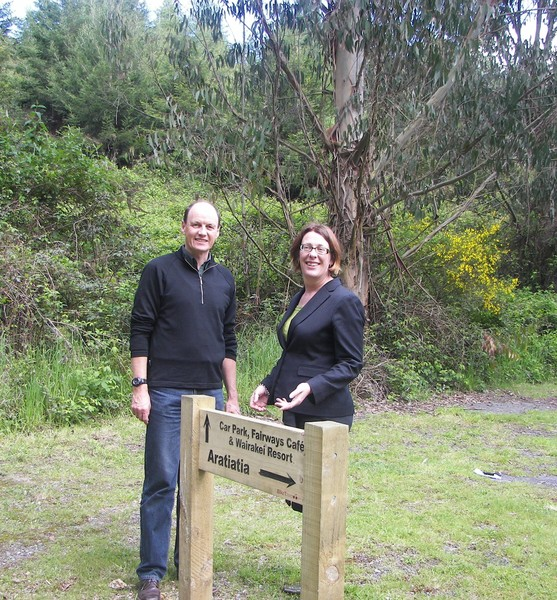 Bike Taupo President Richard Balm and Bayview Wairakei Resort Marketing Manager check out the new cycle track sign.