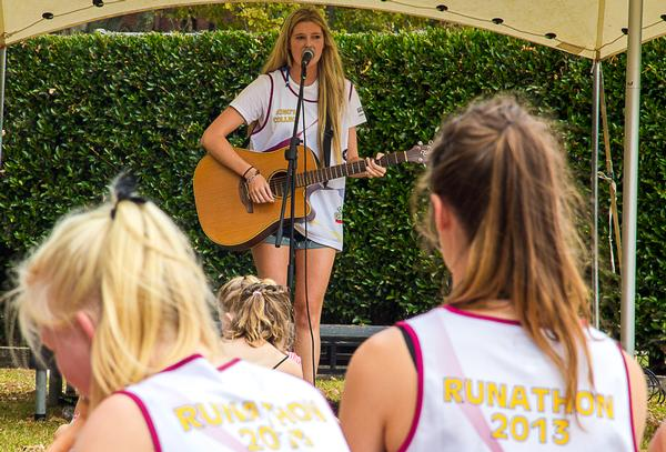 Kiwi pop singer Jamie McDell takes to the stage at King's College Runathon