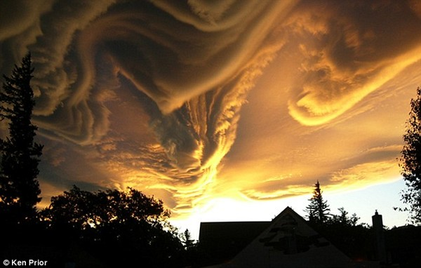 Stunning but undefined: The clouds loom over the skies of New Zealand - but unfortunately words can't describe this dramatic vision from the heaven