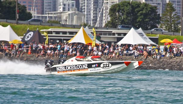 NZ Blokes win their seventh consecutive race in front of their home crowd
