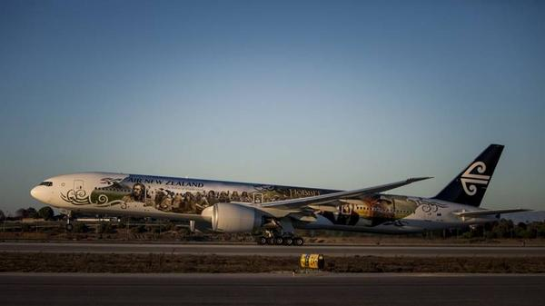 Air New Zealand's Hobbit-inspired 777-300 has been a huge draw card on its first journey to London via Los Angeles this weekend.