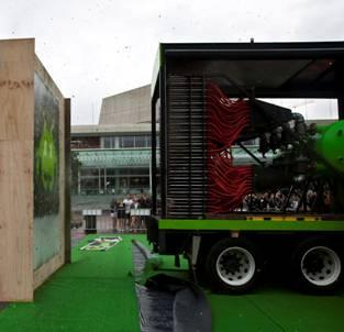 V Paintball Machine blasts Aotea Square